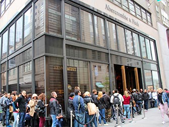 Abercrombie and Fitch - faire la queue