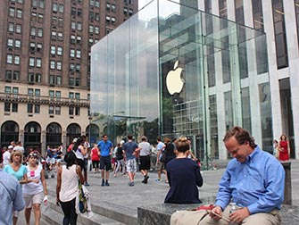 Apple-Store-sur-la-Fifth-Avenue-a-NYC