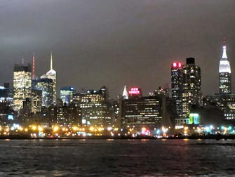 Bateaux Diner-Croisiere a New York - Paysage Urbain