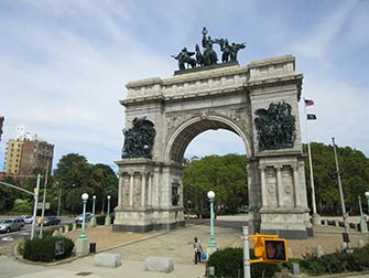Brooklyn-a-New-York-Grand-Army-Plaza