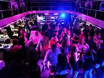 Dîner-croisière avec buffet à volonté à New York - Dancefloor