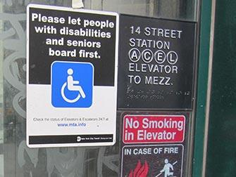 Facilités pour personnes handicapées à New York - panneau métro