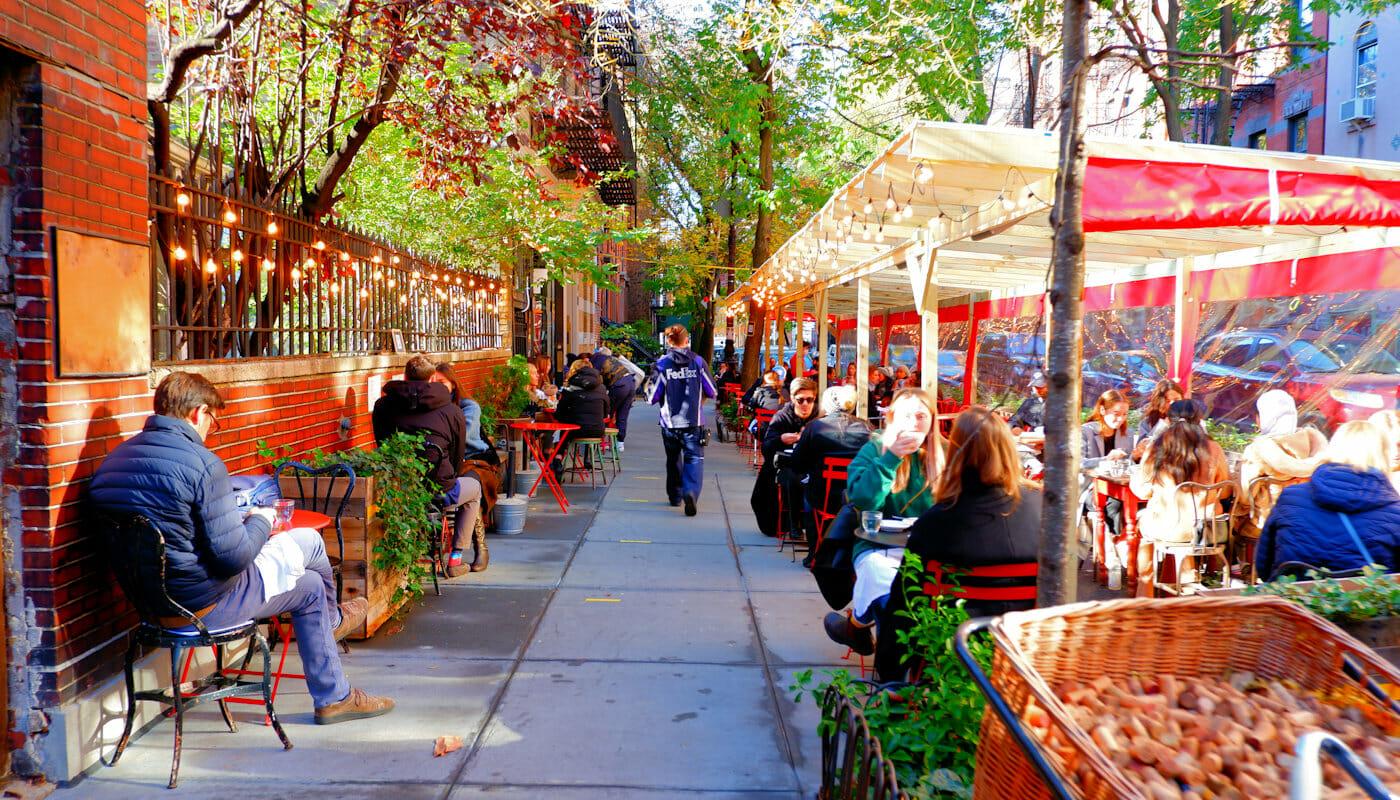 Frenchies à New York - extérieur Buvette