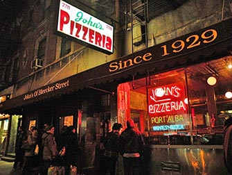Johns-Pizzeria-a-la-Bleecker-Street-a-New-York