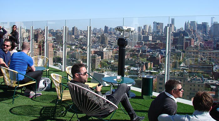 les meilleurs rooftop bars de new york. Black Bedroom Furniture Sets. Home Design Ideas