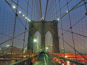 Brooklyn-Bridge-New-York-en-Soiree
