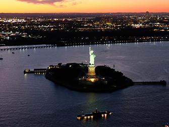 Vol de nuit en hélicoptère et croisière touristique à New York- Statue de la Liberté
