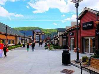 Woodbury Common Premium Outlet Center à New York - Magasins