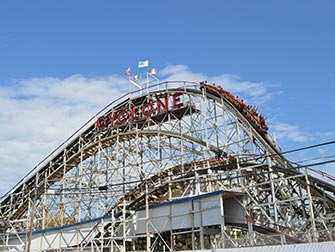 Coney-Island-a-New-York-Cyclone