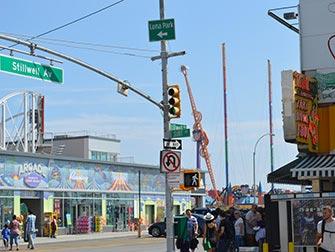 Coney-Island-a-New-York-Surf-Avenue