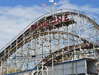 Visite-guidee-pizza-NYC-Cyclone-à-Coney-Island