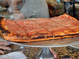 Visite-guidee-pizza-NYC-Spumoni-Gardens-Pizza