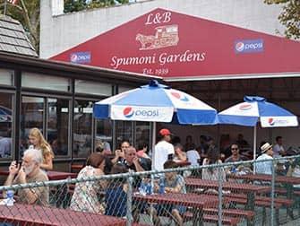 Visite-guidee-pizza-NYC-Spumoni-Gardens