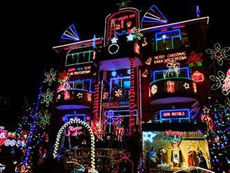 dyker heights christmas lights new york. Black Bedroom Furniture Sets. Home Design Ideas
