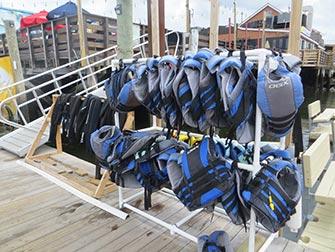 Faire du jet-ski à New York- gilets de sauvetage