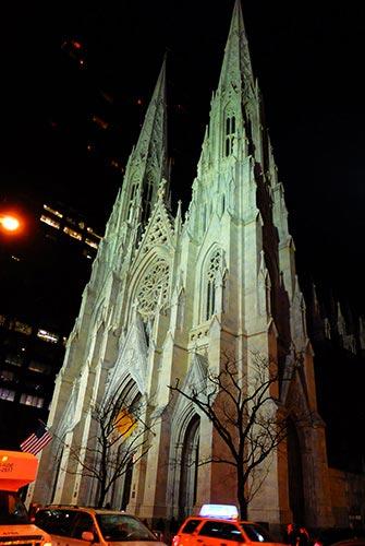 Cathédrale Saint Patrick à New York - De nuit