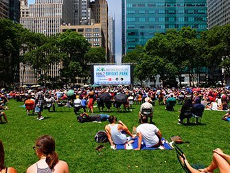 Broadway in Bryant Park - pelouse