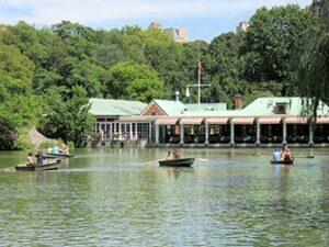 Faire un tour en barque à Central Park- The Loeb Boathouse