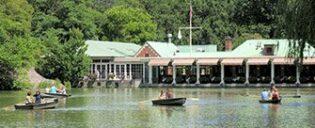 Faire un tour en barque à Central Park- The Loeb Boathouse