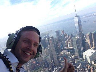 Vol en hélicoptère à habitacle ouvert à New York - Selfie