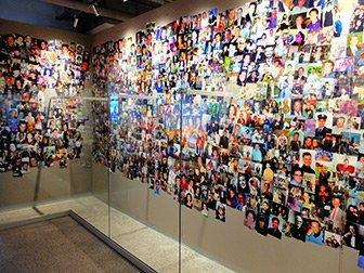911 Tribute Museum à New York - Mur de photo