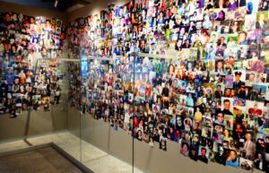 911 Tribute Museum in New York - Mur de Photos